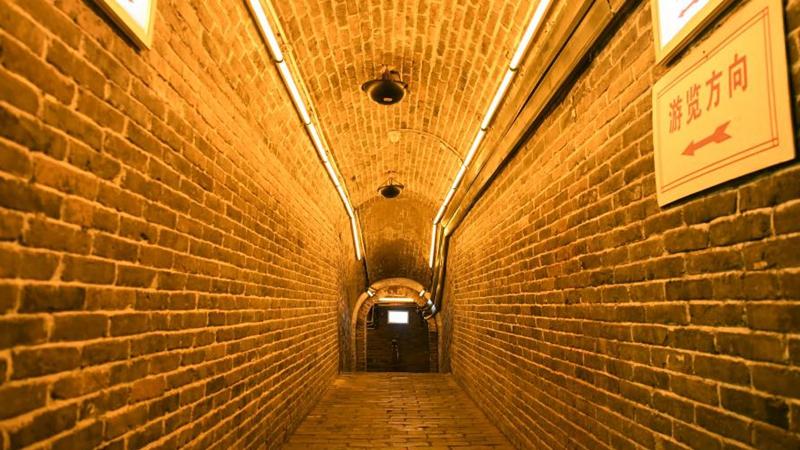 Innenansicht des alten unterirdischen Militärtunnels in Bozhou von Anhui
