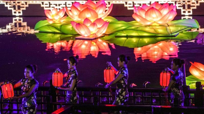 Kunshan in Jiangsu hält Laternenfest zur Begrüßung des Mittherbstfestes ab