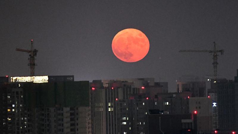 Der Mond in Zhengzhou in voller Pracht