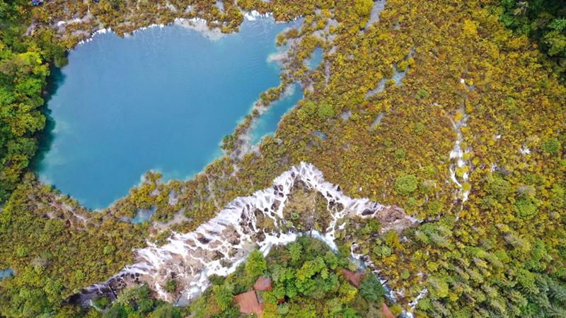 Chinesischer Nationalpark Jiuzhaigou nach Erdbeben wieder geöffnet