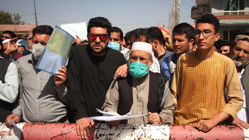 Fotoreportage: Afghanistans neue Regierung stellt wieder Pässe und Personalausweise aus