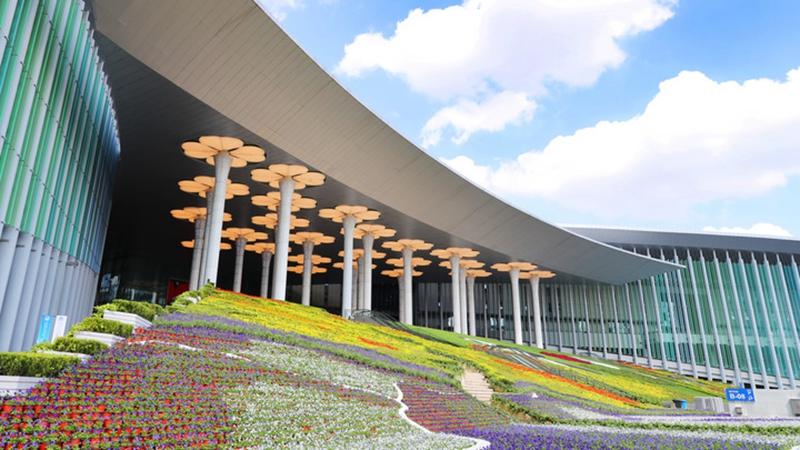 Fotoreportage: Shanghai bereitet sich auf 4. Internationale Importmesse Chinas vor